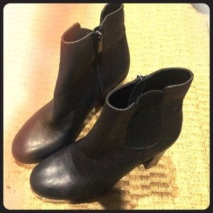 Kenneth Cole leather booties sz 8.5 w/side gusset